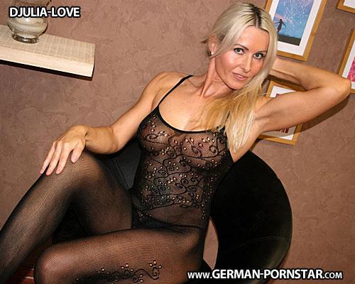 Djulia Love Biographie