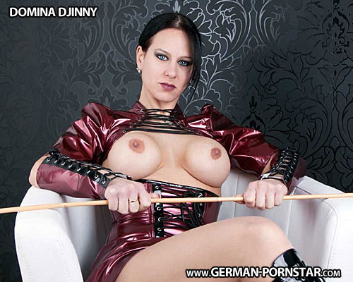 Domina Djinny Biographie