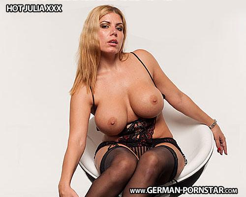 Hot Julia XXX Biographie